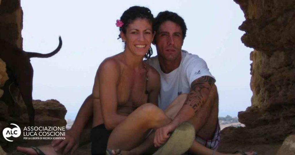 """Fabiano Antoniani, conosciuto come """"dj Fabo"""", con la fidanzata Valentina"""