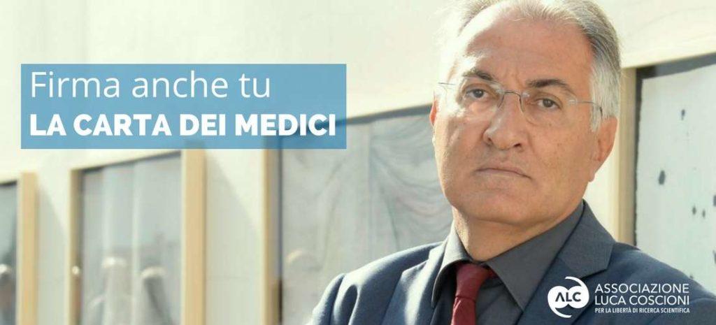 Fotografia di Mario Riccio che invita a firmare la carta dei medici