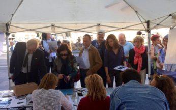 Tavolo di raccolta firme dell'Associazione Luca Coscioni e Radicali Italiani per il Testamento Biologico