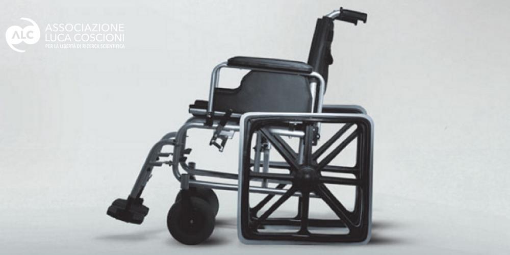 Immagine di una sedia rotelle con le ruote quadrate