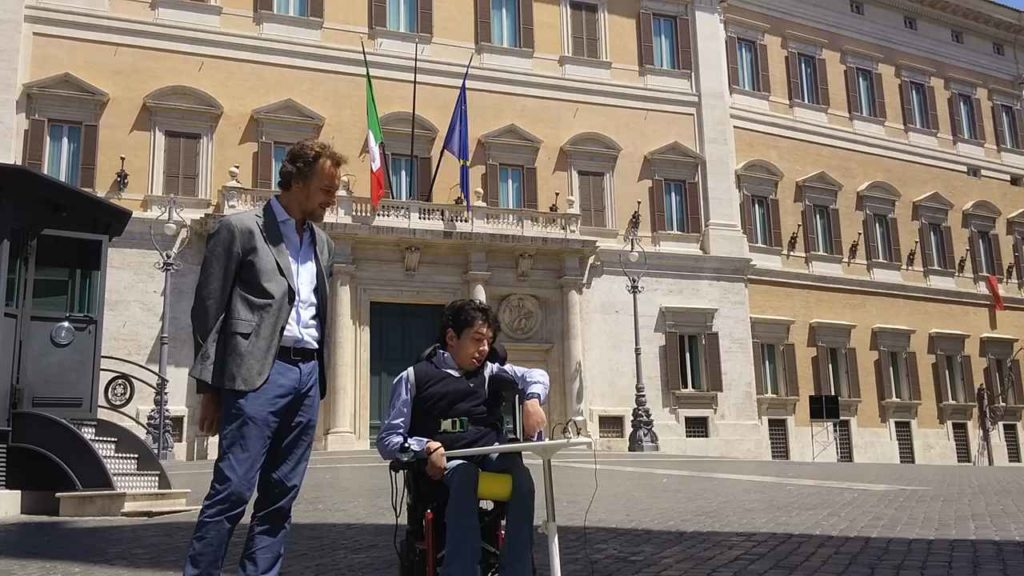 2 giugno 2017 Mario Staderini e Marco Gentili davanti al Parlamento per chiedere diritti elettorali e referendari