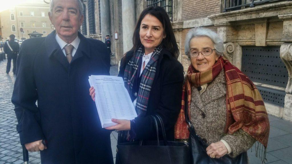 Filomena Gallo, Mina Welby e Carlo Troilo consegnano 27mila firme sul BioTestamento al Presidente del Senato Grasso