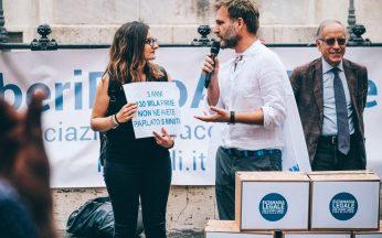 Manifestazione davanti a Montecitorio per i 5 anni dal deposito della proposta di legge di iniziativa popolare per l'eutanasia legale