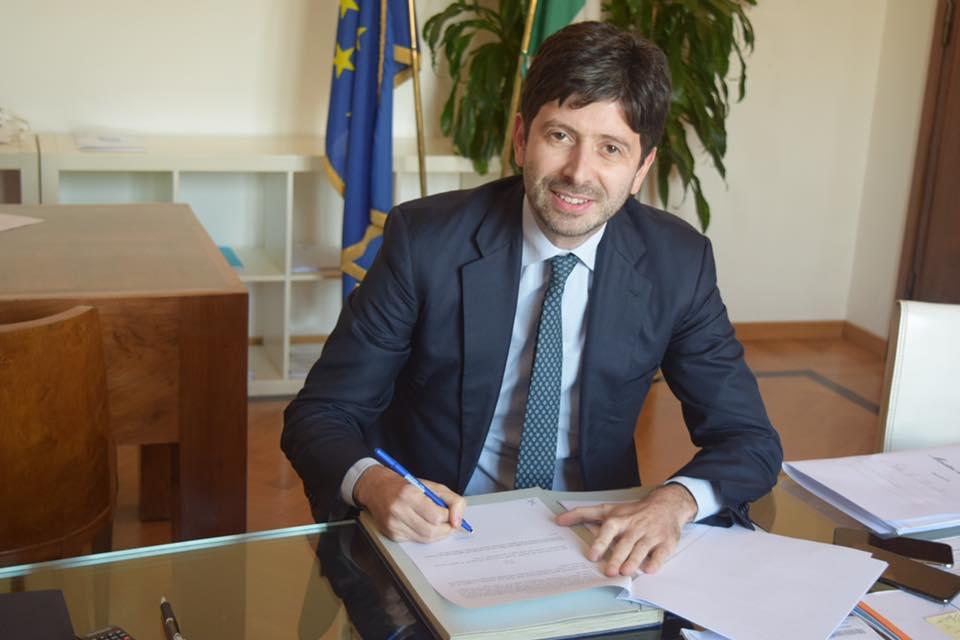 Roberto Speranza firma decreti sulle DAT